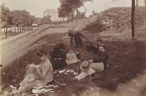 Sur les Fortifications de la Porte Auteuil, 1899.