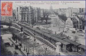 Le métro aérien passant sur le pont du boulevard Pasteur...