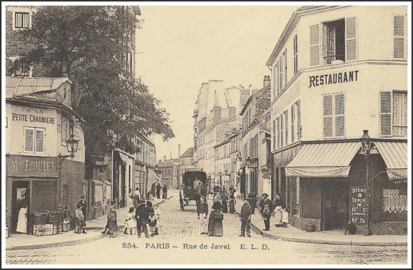 Qui peut m'aider à identifier l'endroit de cette rue où a été pris ce cliché ? Quel est la rue qui passe transversalement au premier plan ?