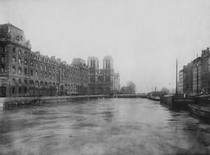 La Seine en crue en janvier 1910...