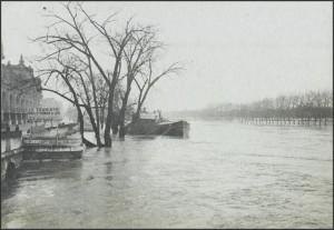 La Seine en janvier 1910 devant la Gare d'Orsay.