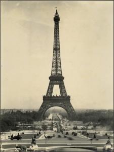 La Tour Eiffel en 1920...