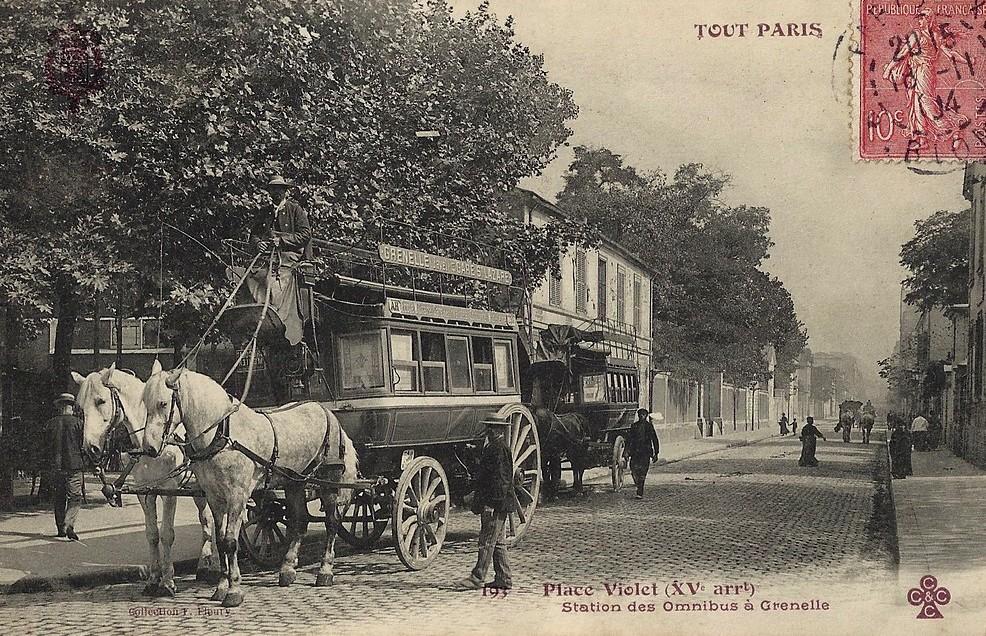 Le terminus des omnibus sur la place Violet (15ème). 1370856050-carte-postale-paris-place-violet