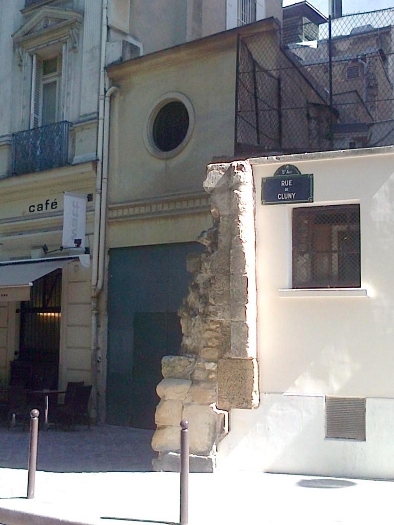 Les vestiges d'une chapelle... img-20130902-00147