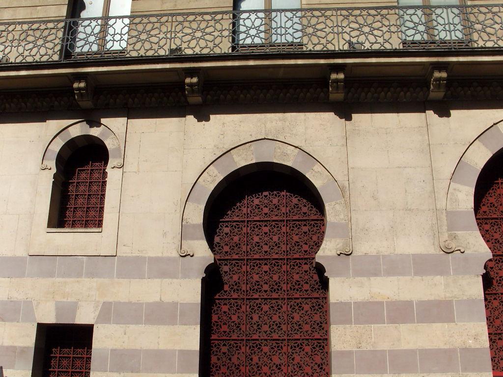 Un immeuble de style mauresque snb17611