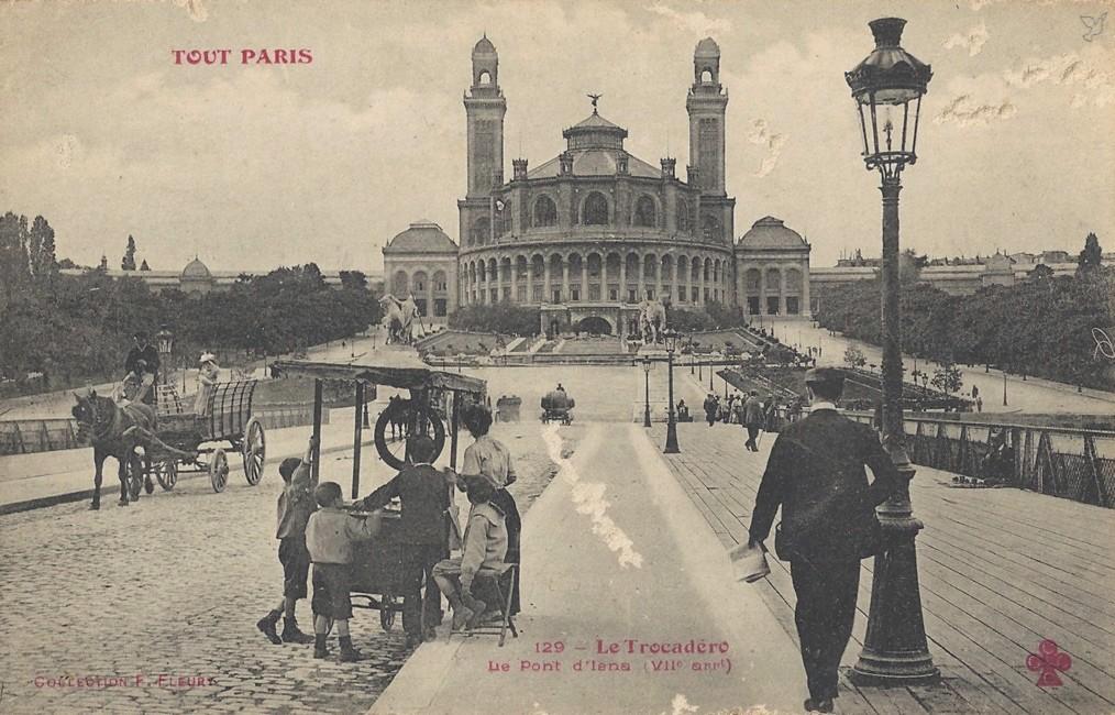 Encore une belle vue ! 1370851992-carte-postale-paris-trocadero